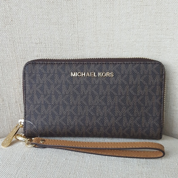 a7722d371aaf NWT Michael Kors LG travel phone case wallet brown